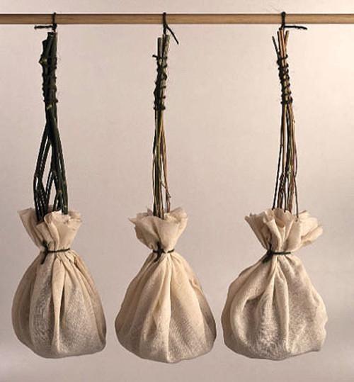 Chiếc túi nữ xưa chủ yếu đơn giản
