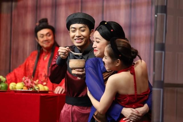 Cris Phan trong 1 tập của chương trình cùng nghệ sĩ Chí Tài, Puka, Lê Dương Bảo Lâm,...