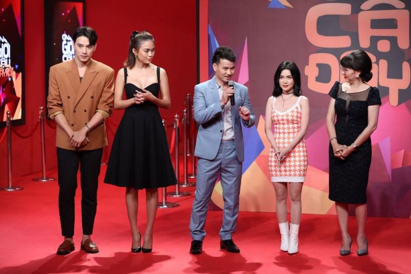 MC Xuân Bắc và các khách mời trong một tập của chương trình