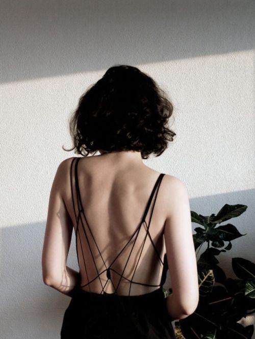 Áo hở lưng