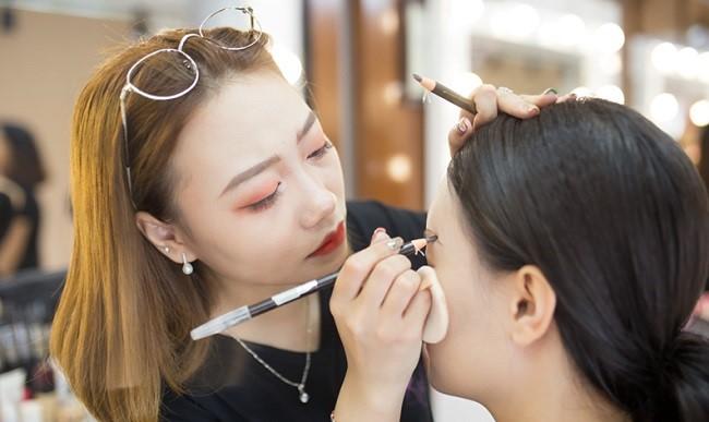 Cửa hàng dịch vụ Makeup
