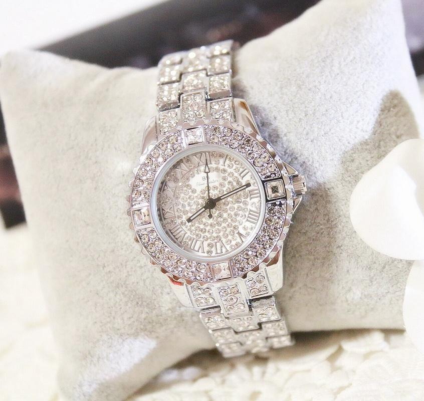 Chiếc đồng hồ nạm càng nhiều kim cương giá càng cao